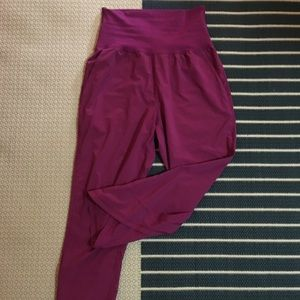 Lulelemon cropped pants